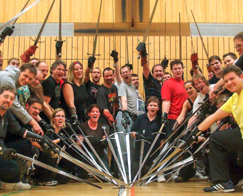 Gruppenfoto von Schwertschaukämpfern